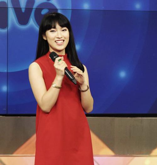 Bất ngờ nữ sinh 18 tuổi dẫn bản tin thời sự quốc tế VTC - 5
