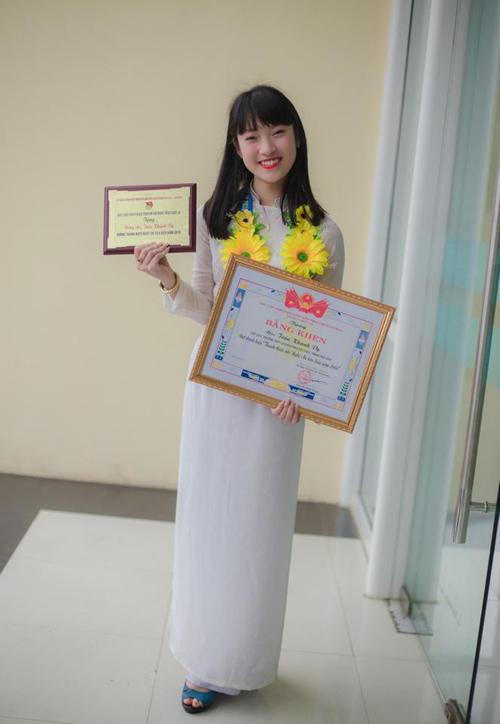 Bất ngờ nữ sinh 18 tuổi dẫn bản tin thời sự quốc tế VTC - 8