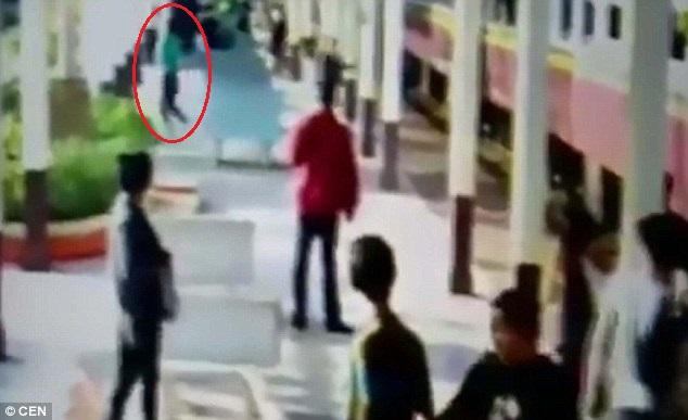 Thái Lan: Nằm im cho tàu hỏa cán qua rồi đứng dậy chạy - 2