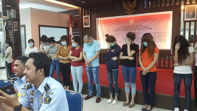 Indonesia bắt giữ hàng chục phụ nữ Việt, nghi là gái mại dâm - 1