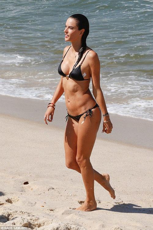 """Bộ sưu tập bikini nhỏ xíu cực đẹp của """"bom sex Brazil"""" - 3"""