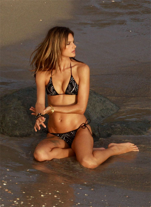 """Bộ sưu tập bikini nhỏ xíu cực đẹp của """"bom sex Brazil"""" - 8"""