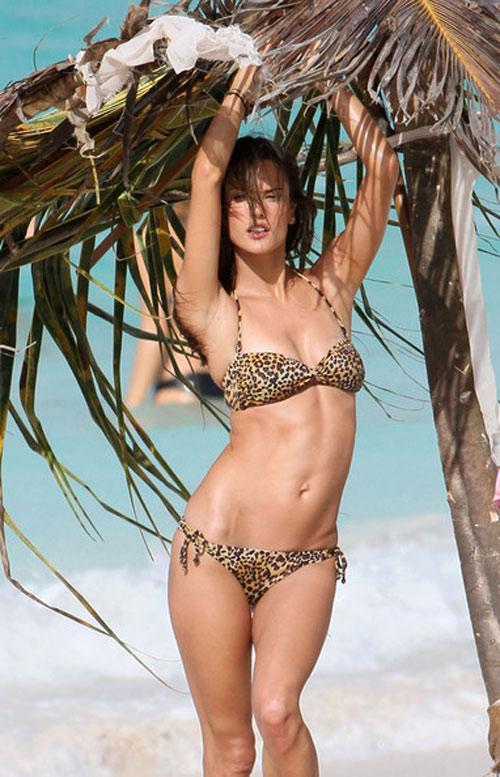 """Bộ sưu tập bikini nhỏ xíu cực đẹp của """"bom sex Brazil"""" - 9"""