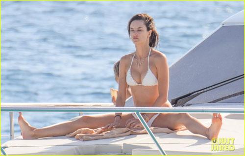 """Bộ sưu tập bikini nhỏ xíu cực đẹp của """"bom sex Brazil"""" - 6"""