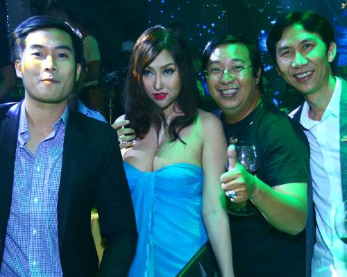 Phi Thanh Vân khiến ai cũng choáng tại tiệc đêm - 3