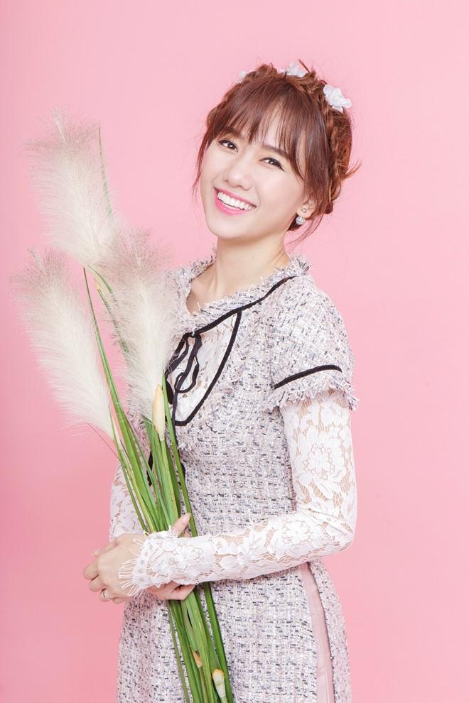 Hari Won xinh như búp bê với áo dài ren lạ mắt - 1