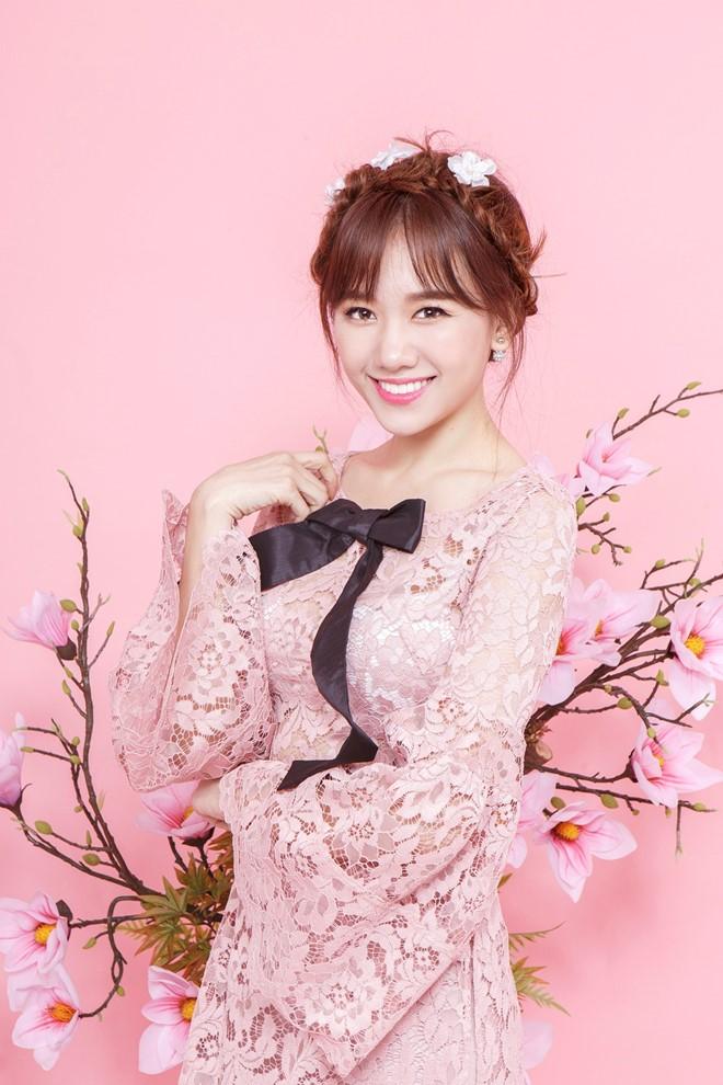 Hari Won xinh như búp bê với áo dài ren lạ mắt - 5