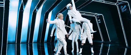 Cười té ghế với hậu trường cảnh quay MV của trai đẹp Hàn - 6