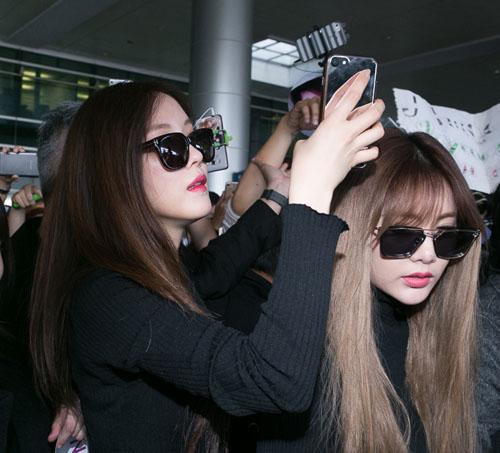 Hàng trăm fan Việt quây kín T-ara khiến sân bay náo loạn - 5