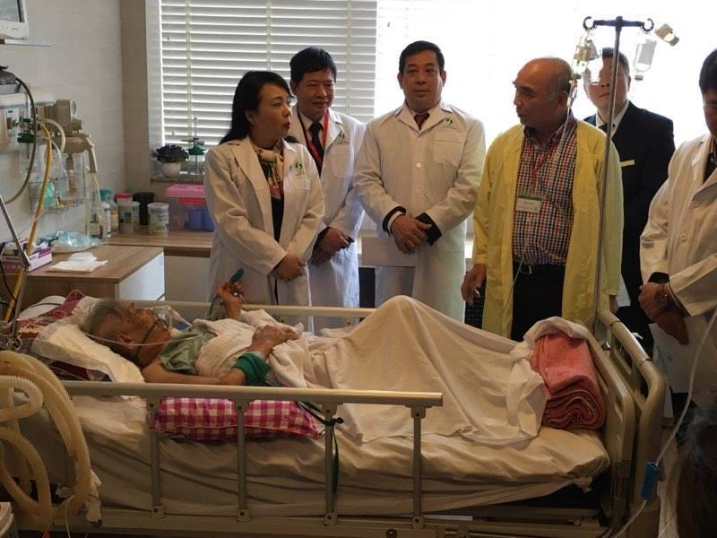"""Bộ trưởng Bộ Y tế giật mình với tấm biển """"bán phiếu"""" ở bệnh viện - 2"""