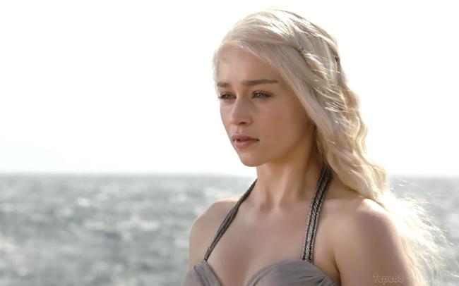 Vai diễn  mẹ Rồng  Daenerys Targaryen trong series phim truyền hình Game of Thrones đã mang lại danh tiếng cho nữ diễn viên Emilia Clarke.