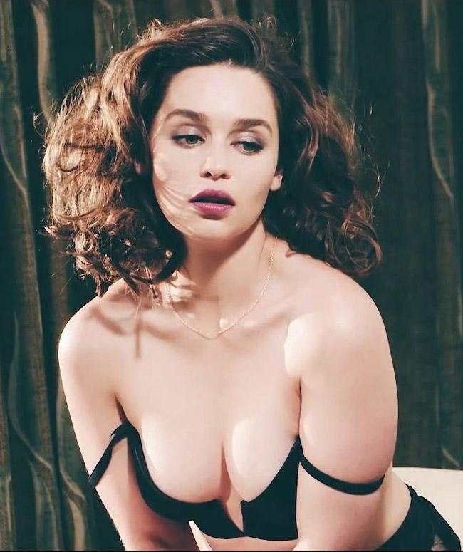 Từ đây, nhắc tới Emilia Clarke, người ta thường gọi biệt danh  mẹ Rồng  thay vì tên thật.