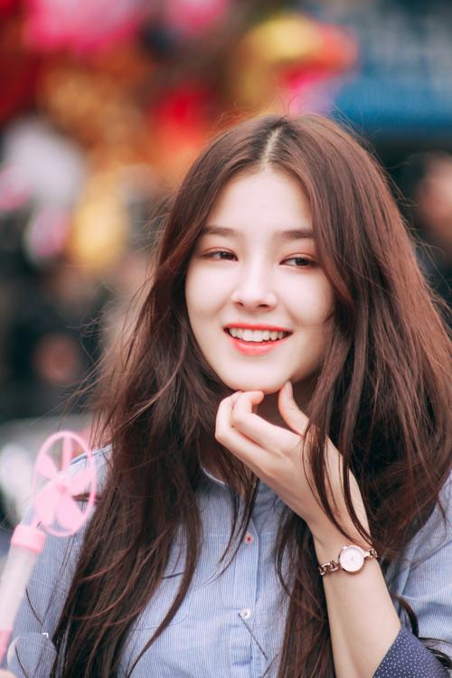 Cô gái 17 tuổi gây xôn xao phố đi bộ Hà Nội vì quá xinh đẹp - 6