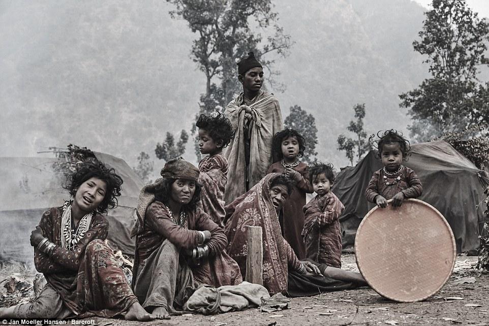 Nepal: Kỳ lạ bộ lạc cổ xưa di cư mỗi khi có người qua đời - 1