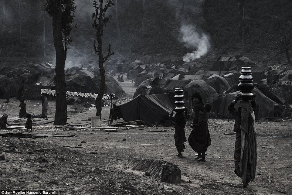 Nepal: Kỳ lạ bộ lạc cổ xưa di cư mỗi khi có người qua đời - 2