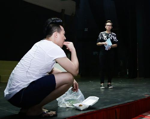 Trấn Thành bỏ mặc vợ mới cưới suốt đêm vì tập kịch - 2