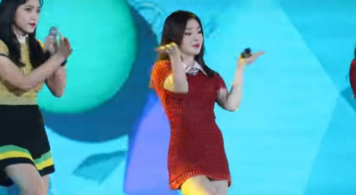 Người đẹp Hàn khổ sở vì diễn với váy quá ngắn - 3