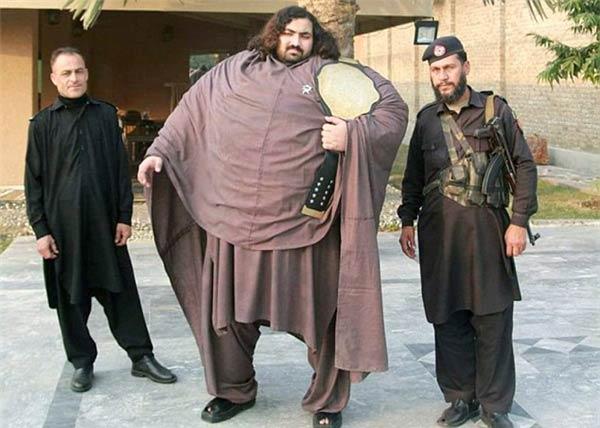 Khỏe nhất thế giới: Người nặng 4 tạ nâng 4,5 tấn - 1