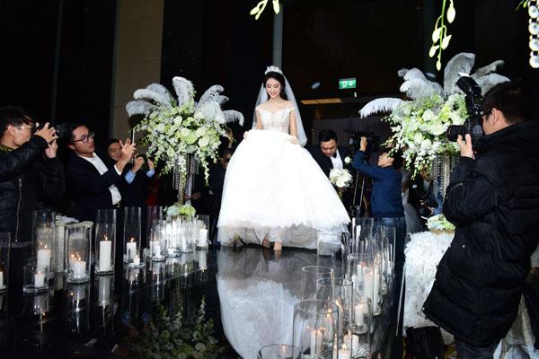 Những con số và khách mời đặc biệt từ đám cưới HH Thu Ngân - 4