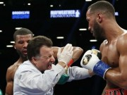 """Boxing: Chưa dứt đòn đã can, trọng tài ăn đấm """"vỡ mồm"""""""