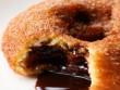 Bánh donut nhân socola giòn tan, ngọt ngon khó cưỡng