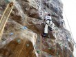 Video: Cụ ông 86 tuổi thoăn thoắt leo núi nhân tạo như trai trẻ