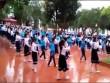 Độc đáo màn nhảy cha cha cha của 500 học sinh tiểu học