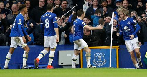 Everton - Man City: Choáng váng những cú đấm uy lực - 1