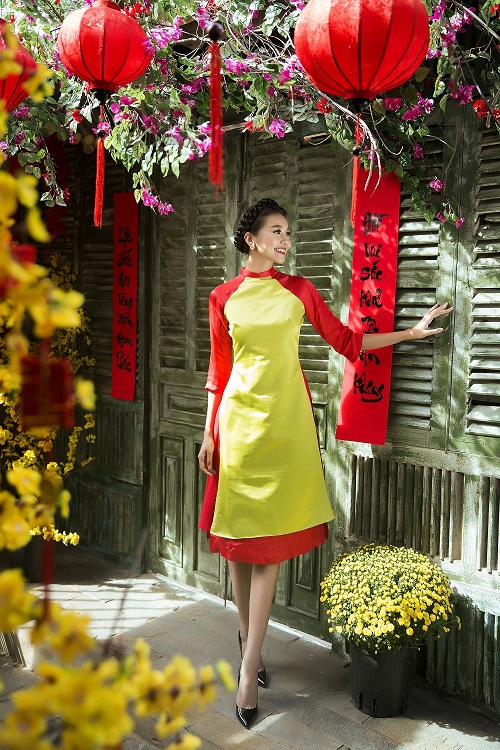 Thanh Hằng diện áo dài khoe sắc thắm bên vườn xuân - 1
