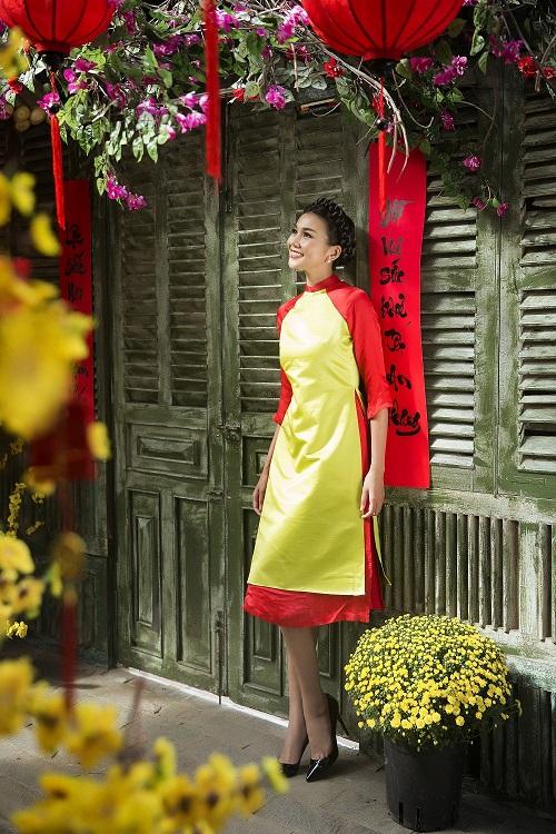 Thanh Hằng diện áo dài khoe sắc thắm bên vườn xuân - 2