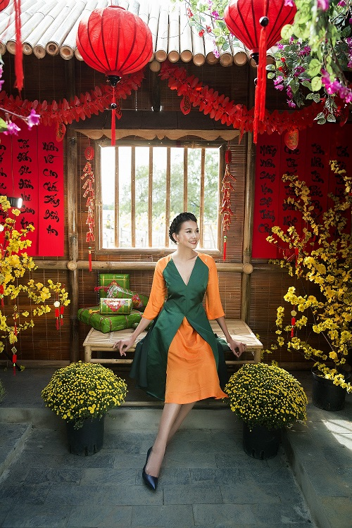 Thanh Hằng diện áo dài khoe sắc thắm bên vườn xuân - 3