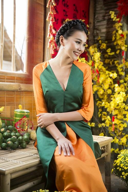Thanh Hằng diện áo dài khoe sắc thắm bên vườn xuân - 4