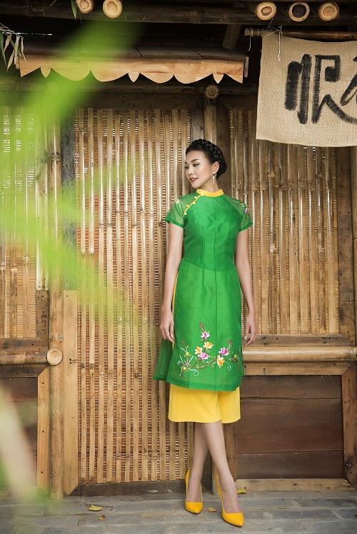 Thanh Hằng diện áo dài khoe sắc thắm bên vườn xuân - 7