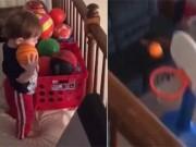 """Bé 2 tuổi ném rổ như máy: """"Nhắm mắt"""" cũng ăn điểm"""