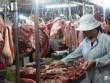 Lợn hơi rẻ hơn rau xanh, người dân vẫn phải mua thịt giá đắt