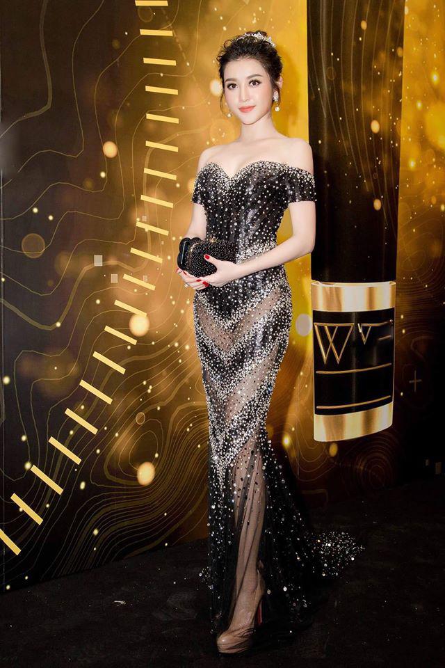 Huyền My, Mỹ Linh dẫn đầu top mặc đẹp với mốt thấu da - 1