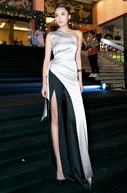 Huyền My, Mỹ Linh dẫn đầu top mặc đẹp với mốt thấu da - 7