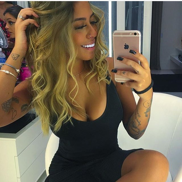 Sắc vóc quá gợi tình của em gái tiền đạo Neymar - 5