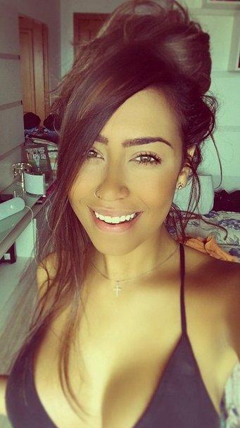 Sắc vóc quá gợi tình của em gái tiền đạo Neymar - 9