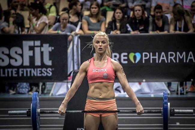 1. Anna Hulda Olafsdóttir, cô gái người Iceland mới bước vào tập luyện thể hình cách đây 3 năm, tuy nhiên cô đã giành tới 6 kỷ lục nâng tạ tại Iceland.