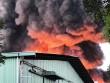 Cháy cực lớn, biển lửa bao trùm kho xưởng ở Sài Gòn