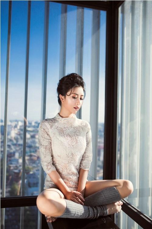 Hot girl Quỳnh Anh Shyn mặc bodysuit khoe chân thon dài tuyệt đẹp - 1