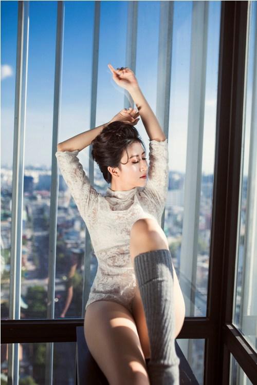 Hot girl Quỳnh Anh Shyn mặc bodysuit khoe chân thon dài tuyệt đẹp - 4