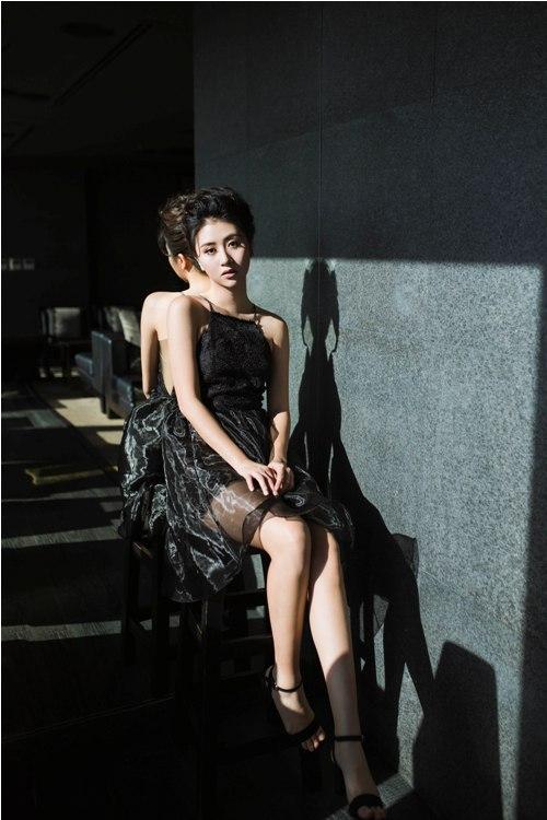 Hot girl Quỳnh Anh Shyn mặc bodysuit khoe chân thon dài tuyệt đẹp - 11