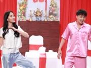 """Phim - Hoài Linh chóng mặt vì chân dài """"làm loạn"""" sân khấu"""
