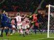 """Stoke City - MU: """"Nổ tung"""" siêu phẩm và kỷ lục"""