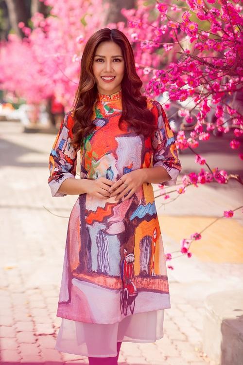 Nguyễn Thị Loan rạng rỡ đón Tết sớm trên phố ngập hoa - 2
