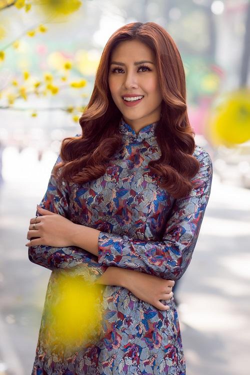 Nguyễn Thị Loan rạng rỡ đón Tết sớm trên phố ngập hoa - 5