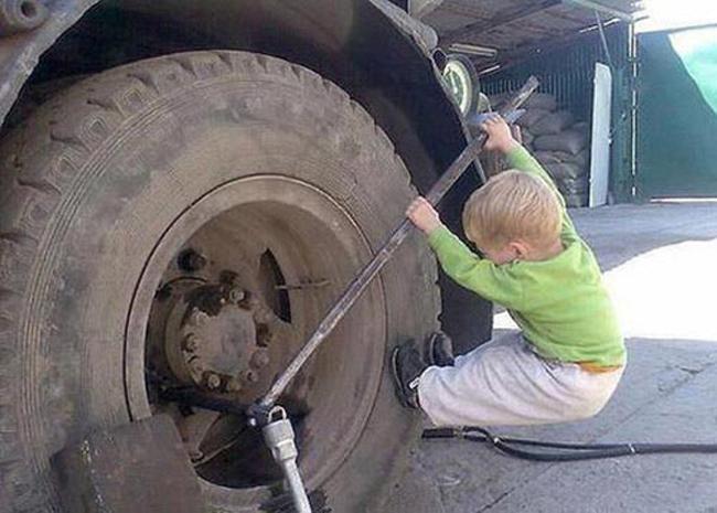 Thợ sửa xe chuyên nghiệp trong tương lai.