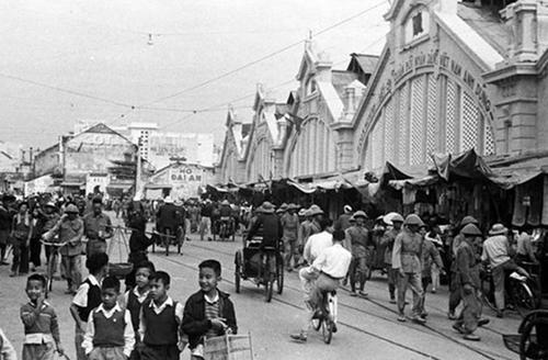 Tìm lại kí ức về Hà Nội qua những bức hình vượt thời gian - 13